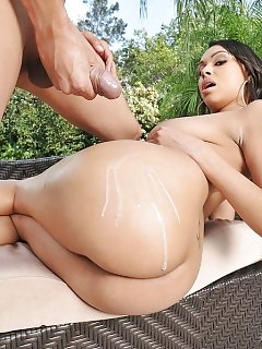 Big Breast Sensual Babe Slurps Cock Great Round Butt Shaking And Fucking Dick