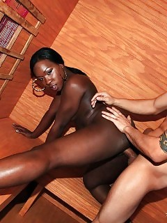 Petite Bloody Hot Ass Black Beautiful Gets Fucked Hard In These Tree House Plugging Reality Outdoor Pics Amazing